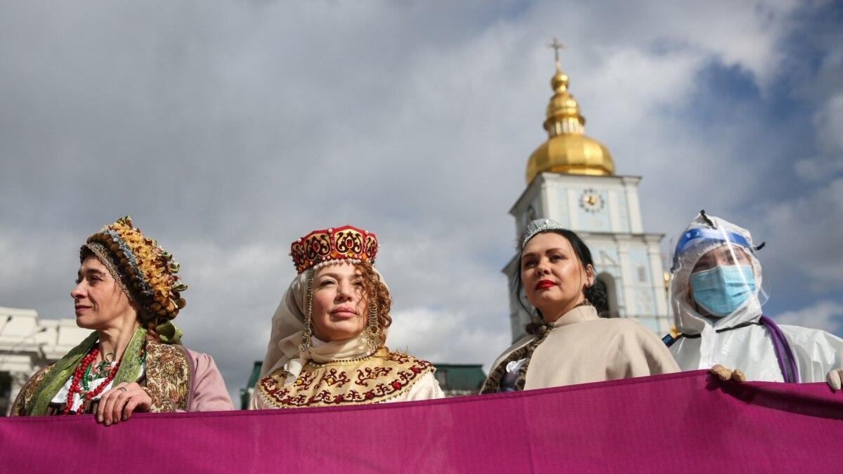 «Різні, але рівні». Марш жінок у Києві – фоторепортаж